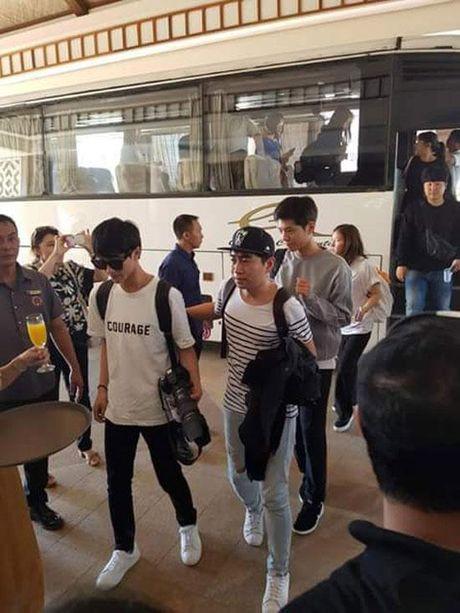 Park Bo Gum (May hoa anh trang) bi fans Philippines so soang, bam duoi - Anh 4