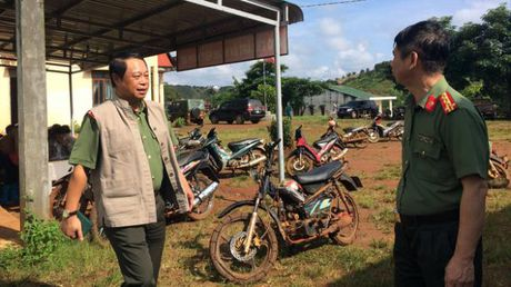 Thu truong cong an chi dao truy bat nhom ban chet 3 nguoi - Anh 2