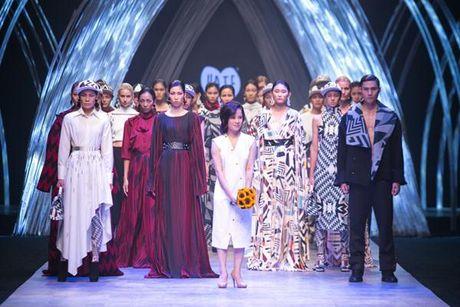 Giai ma nhung 'an so' dep, tai nang cua Vietnam International Fashion Week F/W 2016 - Anh 7