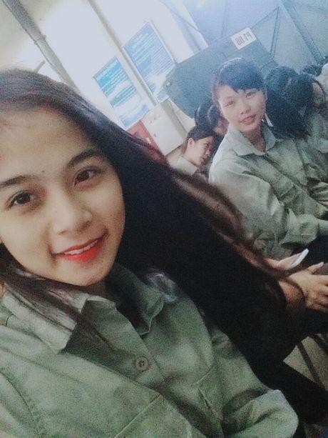 'Hot girl cong xuong' dang gay xon xao cong dong mang la ai? - Anh 2