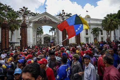 Quoc hoi Venezuela tuyen bo chinh phu dan dung dao chinh - Anh 1