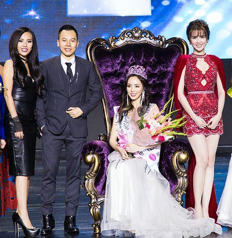 Tu hao nhan sac Viet, Ngoc Trinh toa sang long lay, lan at Hoa hau Han Quoc - Anh 7