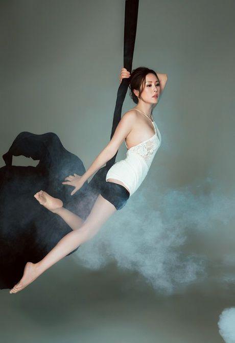 Hoa hau Thu Hoai pose dang tren day lua dang cap khong kem cac 'chien binh' The Face - Anh 10