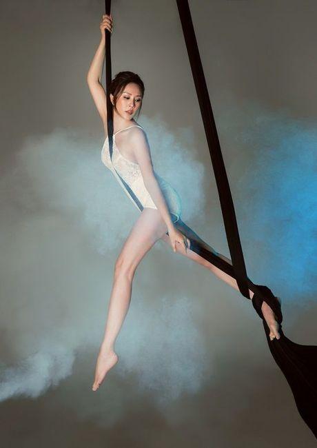 Hoa hau Thu Hoai pose dang tren day lua dang cap khong kem cac 'chien binh' The Face - Anh 5