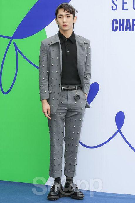 Chang can 'dap' hang hieu tram trieu, cac oppa Han van cuc chat tai Seoul Fashion Week - Anh 1
