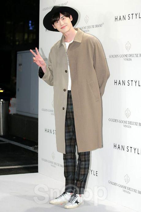 Chang can 'dap' hang hieu tram trieu, cac oppa Han van cuc chat tai Seoul Fashion Week - Anh 3