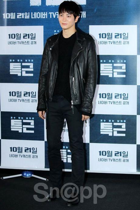Chang can 'dap' hang hieu tram trieu, cac oppa Han van cuc chat tai Seoul Fashion Week - Anh 7