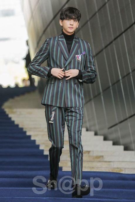 Chang can 'dap' hang hieu tram trieu, cac oppa Han van cuc chat tai Seoul Fashion Week - Anh 8
