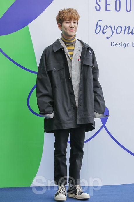 Chang can 'dap' hang hieu tram trieu, cac oppa Han van cuc chat tai Seoul Fashion Week - Anh 9