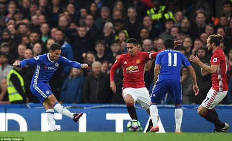 M.U thua 0-4, Mourinho 'an qua dang' ngay ve Stamford Bridge - Anh 4