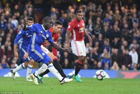 M.U thua 0-4, Mourinho 'an qua dang' ngay ve Stamford Bridge - Anh 5