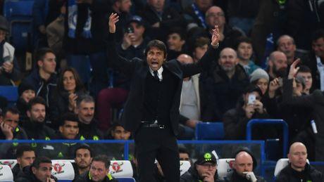 Thua Chelsea 4-0, Mourinho nhac nho Conte dung si nhuc minh - Anh 1