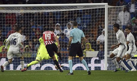 Ronaldo kem duyen, Real nhoc nhan len ngoi dau - Anh 8