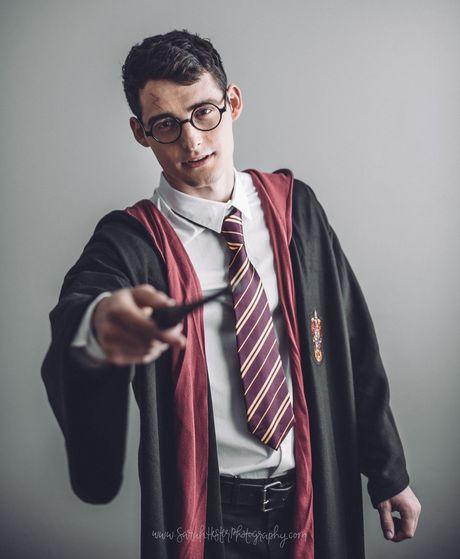 Chang trai duoc menh danh Harry Potter phien ban doi thuc - Anh 3