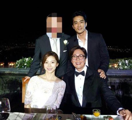 Vo Bae Yong Joon da sinh con trai dau long - Anh 1
