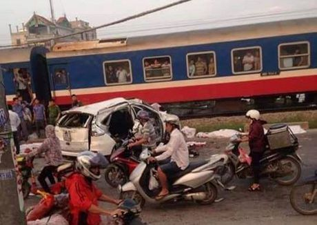 Thu tuong chi dao khac phuc hau qua vu tai nan tau hoa dam o to tai Ha Noi - Anh 1
