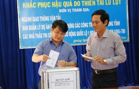 QL1 Quang Ngai: Khong le khoi cong, danh tien cho nguoi dan vung lu - Anh 1