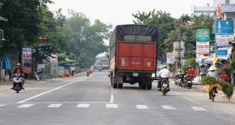 QL1 Quang Ngai: Khong le khoi cong, danh tien cho nguoi dan vung lu - Anh 2