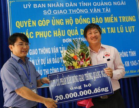 QL1 Quang Ngai: Khong le khoi cong, danh tien cho nguoi dan vung lu - Anh 7