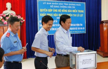 QL1 Quang Ngai: Khong le khoi cong, danh tien cho nguoi dan vung lu - Anh 8