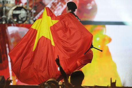 Scorpions khoac co Viet Nam o giua san khau Hoang Thanh - Anh 4