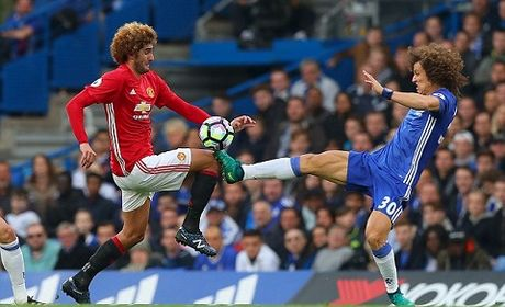 David Luiz may man thoat the do sau pha dap vao dau goi Fellaini - Anh 1