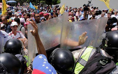 Bat on chinh tri gia tang nghiem trong tai Venezuela - Anh 1