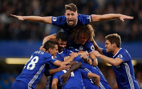Dai thang MU, Chelsea 'nhuom xanh' DHTB vong 9 Premier League - Anh 1