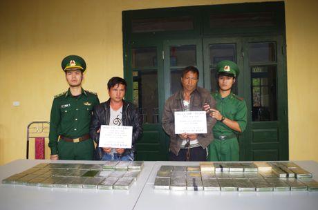 Khen thuong BDBP Thanh Hoa pha vu van chuyen 69 banh heroin - Anh 1