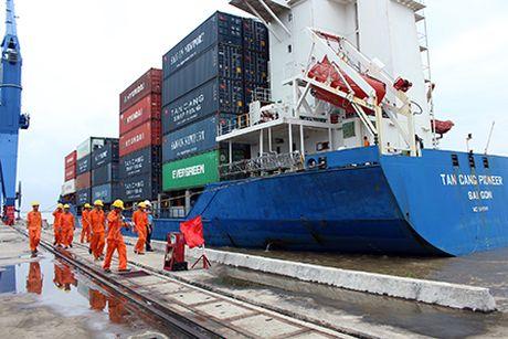 Tau container dau tien khai truong luong Quan Chanh Bo - Anh 1