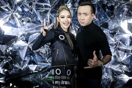 Minh Hang gay choang voi hinh anh 'lot xac' trong MV moi - Anh 6