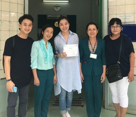 Hien Thuc chi tra vien phi cho 30 tre mac benh hiem ngheo - Anh 3