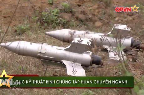 Uy luc ghe gom 'phao lui' B72 cua bo doi Viet Nam - Anh 2