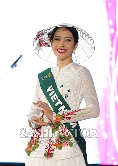 Nam Em bat ngo gianh giai vang tai Hoa hau Trai dat - Anh 10