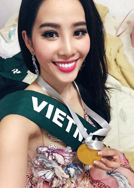 Nam Em bat ngo gianh giai vang tai Hoa hau Trai dat - Anh 5