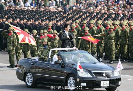 Anh Luc luong Phong ve Nhat Ban duyet binh cung My - Anh 1