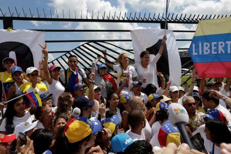 Dung do du doi giua canh sat va nguoi bieu tinh o Venezuela - Anh 12