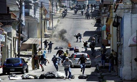 Dung do du doi giua canh sat va nguoi bieu tinh o Venezuela - Anh 2