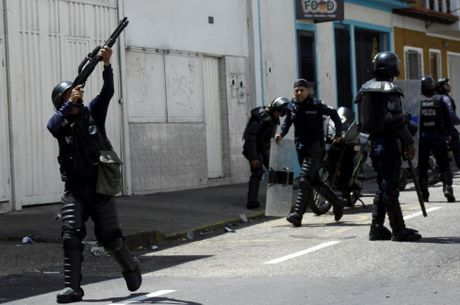 Dung do du doi giua canh sat va nguoi bieu tinh o Venezuela - Anh 5
