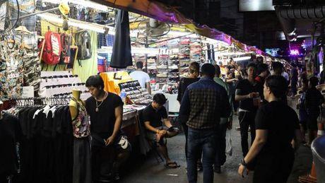 Danh bom rung chuyen cho dem Thai Lan, 20 nguoi thuong vong - Anh 1