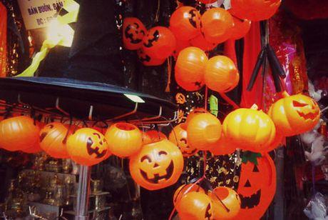 Ron rang do choi Halloween tren duong pho Ha Noi - Anh 3