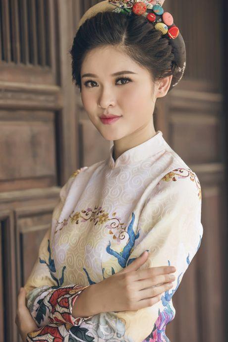A hau Thuy Dung khoe ve dep trong ta ao dai - Anh 1