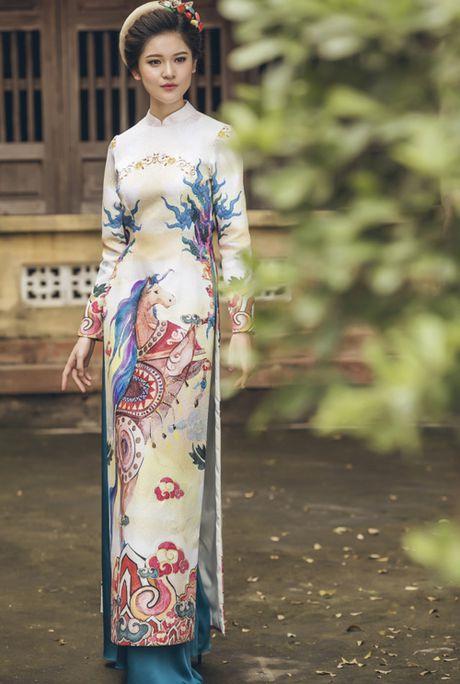 A hau Thuy Dung khoe ve dep trong ta ao dai - Anh 2