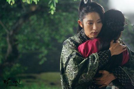 Nguoi tinh anh trang tap 18: IU se tu hon de Lee Jun Ki lay cong chua? - Anh 10