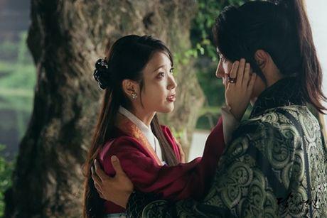 Nguoi tinh anh trang tap 18: IU se tu hon de Lee Jun Ki lay cong chua? - Anh 11