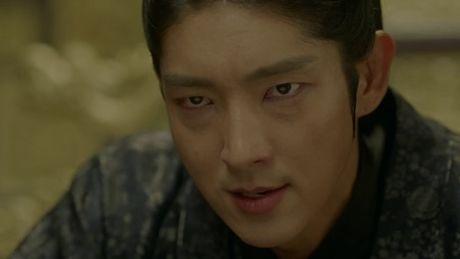 Nguoi tinh anh trang tap 18: IU se tu hon de Lee Jun Ki lay cong chua? - Anh 1