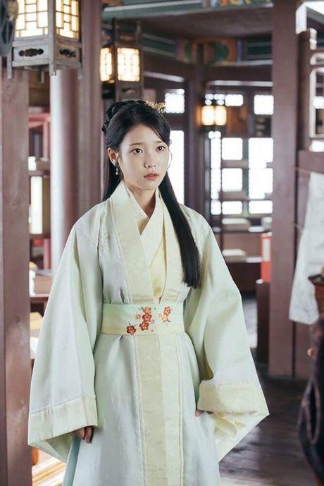 Nguoi tinh anh trang tap 18: IU se tu hon de Lee Jun Ki lay cong chua? - Anh 6