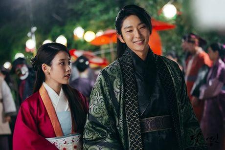 Nguoi tinh anh trang tap 18: IU se tu hon de Lee Jun Ki lay cong chua? - Anh 8