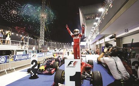 Duong dua F1: Co may kiem tien - Anh 1