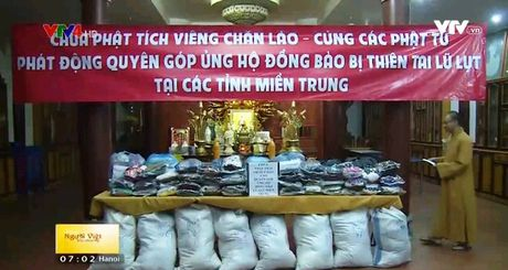 Phat tu chua Phat Tich (Vientiane) huong ve mien Trung - Anh 1